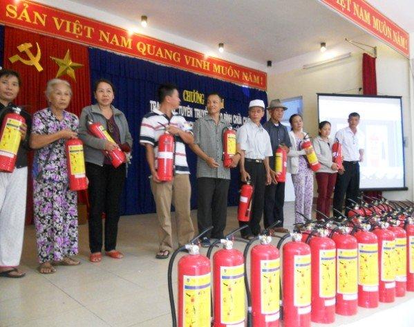 https://pccchanoi.com.vn/images/2014/10/HTH-group-tham-gia-phong-chay-chua-chay-cho-ho-dan-ngheo.jpg