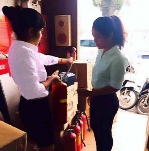 Hướng dẫn khách hàng sử dụng bình chữa cháy khi mua thiết bị
