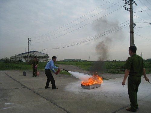 Cách chữa cháy bằng thiết bị bình chữa cháy