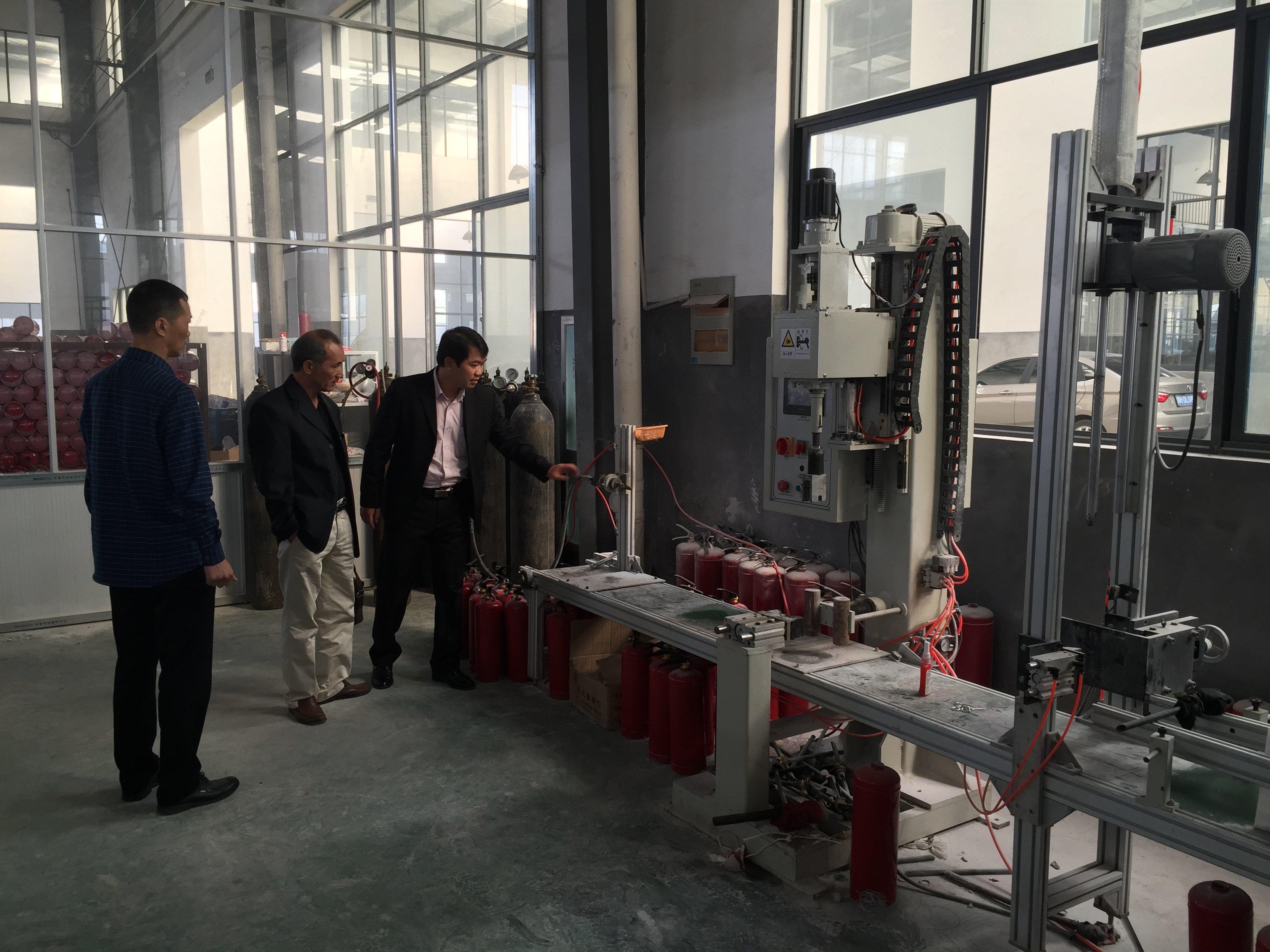https://pccchanoi.com.vn/images/2015/10/quy-trinh-nap-binh-bot-chua-chay-3.jpg