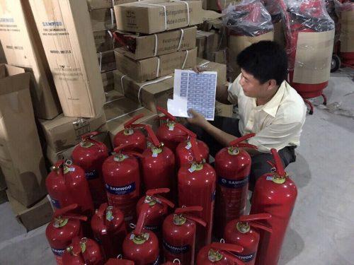 Các sản phẩm bình cứu hỏa trước khi được phân phối ra thị trường đều được kiểm tra kỹ lưỡng, kiểm định chất lượng.
